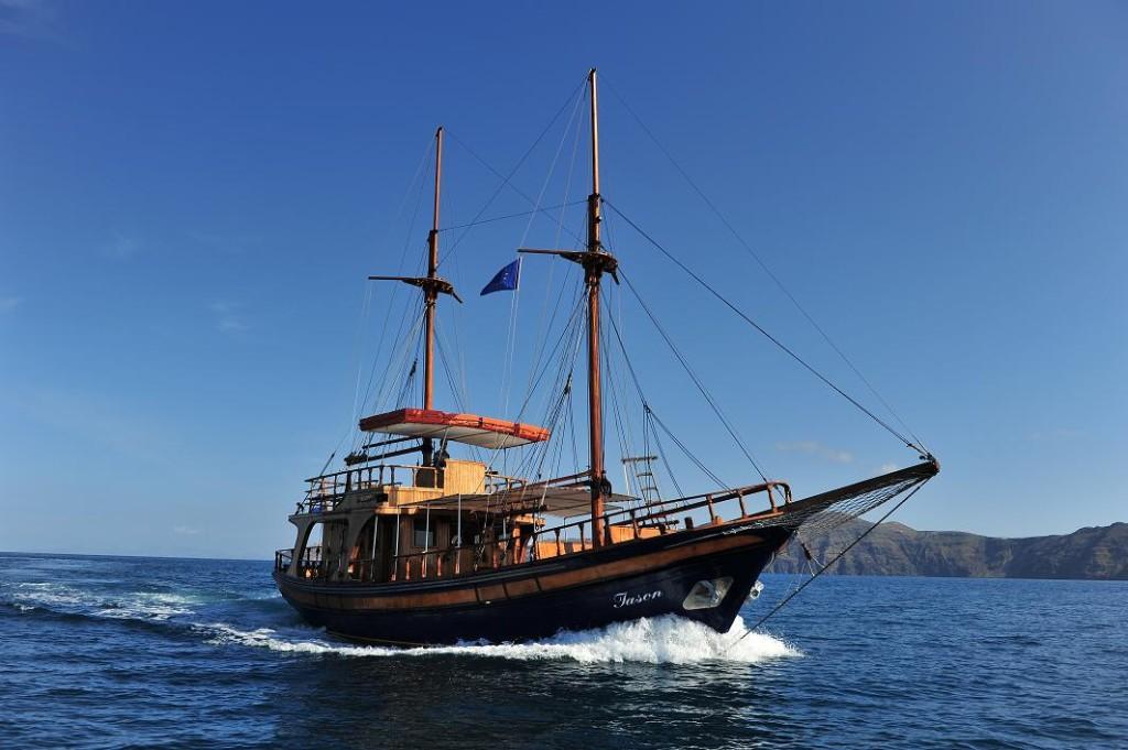 charter boat santorini